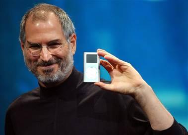 Steve Jobs holding an iPod