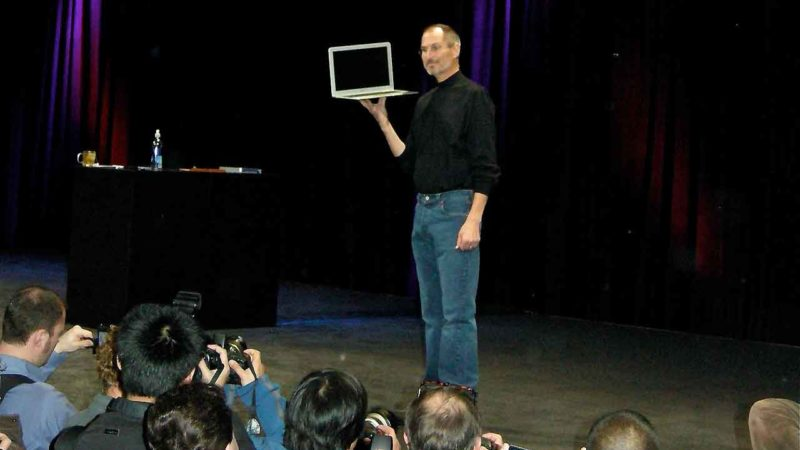 Steve Jobs Demonstrates The MacBook Air