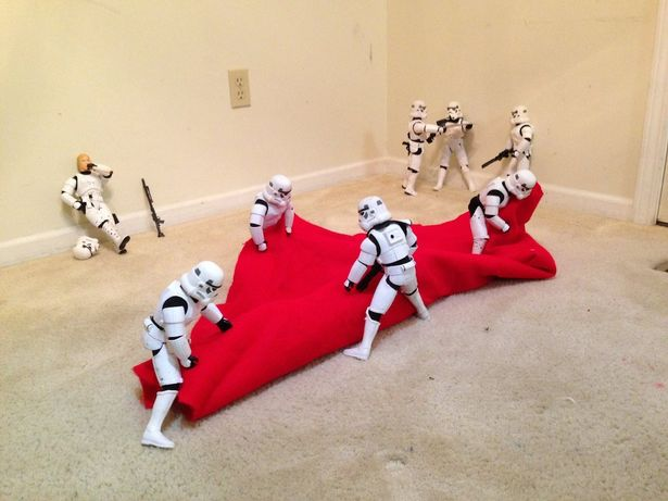 Funny Photos of Star Wars Stormtroopers Putting Up A Christmas Tree for Darth Vader 2