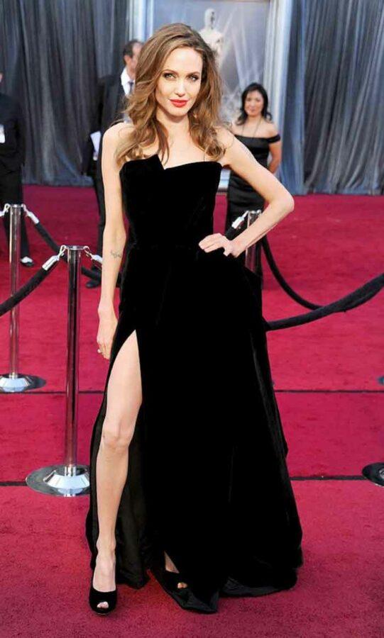 Angelina Jolie's Leg At The 2012 Oscars
