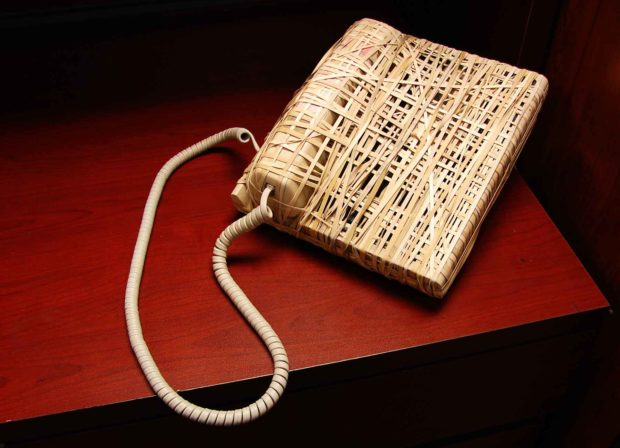 Office Cubicle Pranks Ideas: Rubber Band Phone