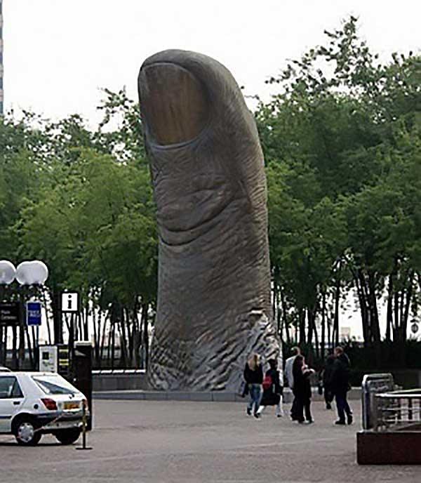 Le Pouce Or The Thumb By Cesar Baldaccini - Paris, France