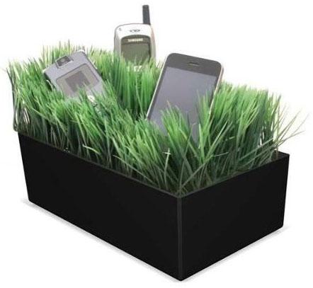 Grassy-Lawn-Black