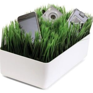 Grassy Lawn Gadget Charging Station [review]