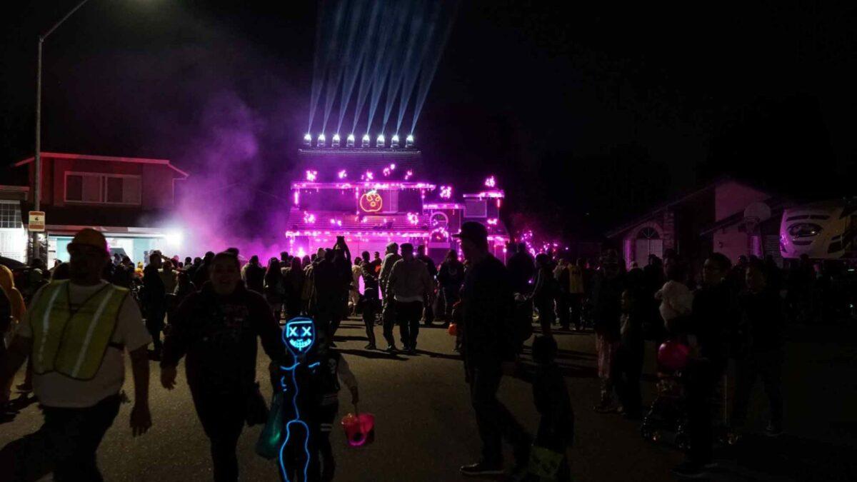 Halloween Light Show - Metallica Enter Sandman