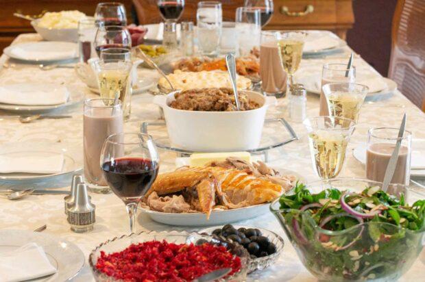 Holiday Dinner Table: Thanksgiving Dinner, Christmas Dinner