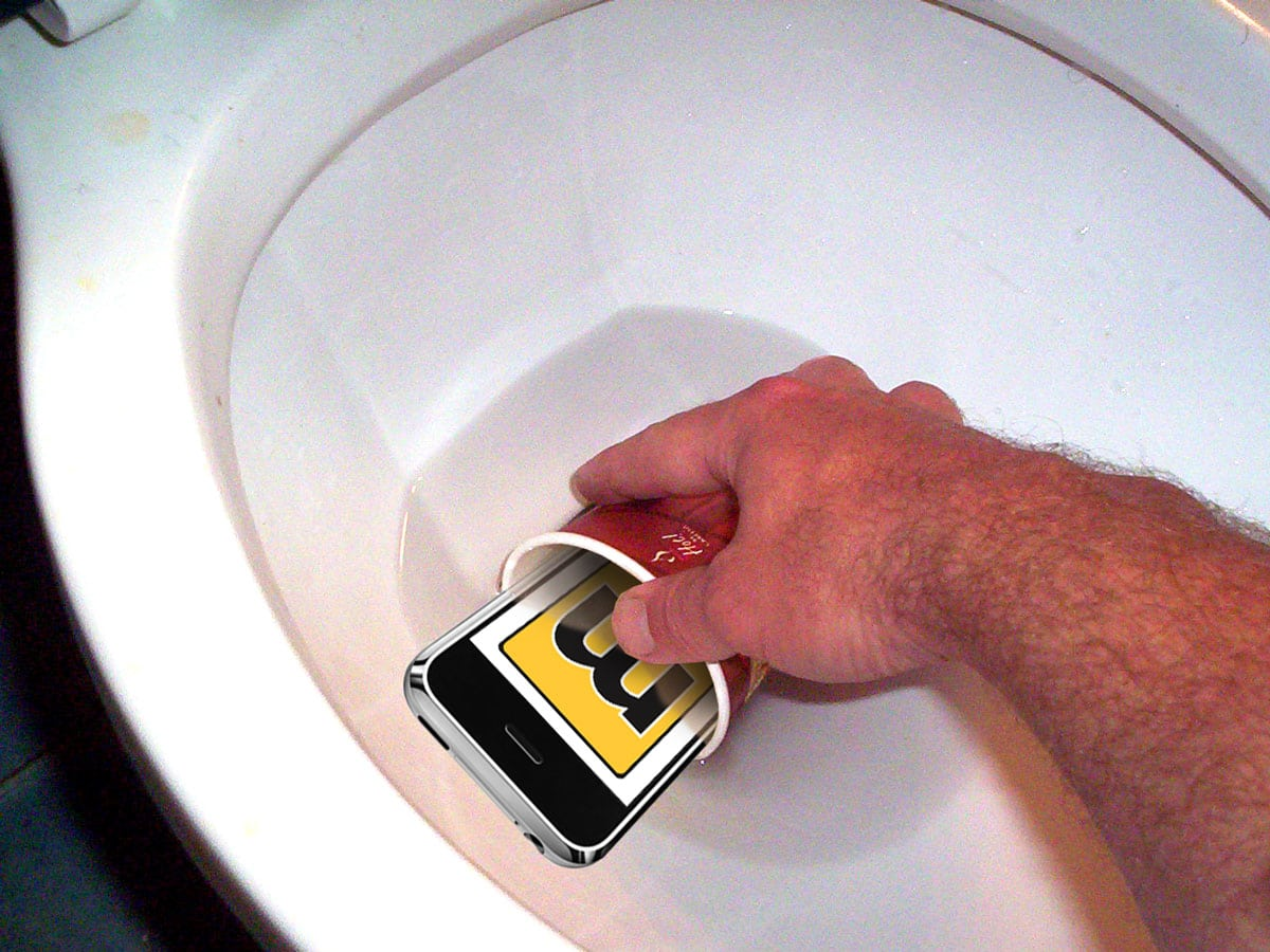 dropped iphone in toilet how to save your ipod or iphone from a toilet 3913