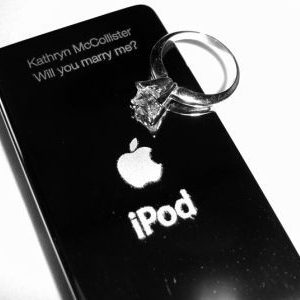Tech Blogger Surprises Girlfriend With An Engraved iPod Wedding Proposal