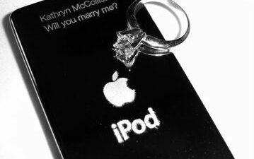 4 Cringeworthy But Really Cute Geeky Wedding Proposals - ipod wedding proposal 1