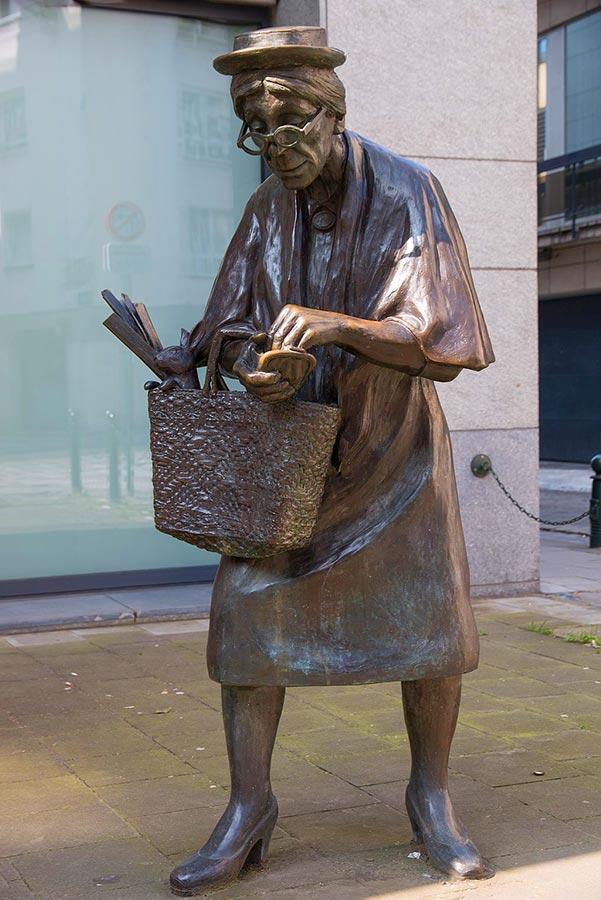 Madame Chapeau By Tom Frantzen -  - World'S Weirdest Statues