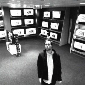 Smart Thief Steals 42 Inch TV With Style