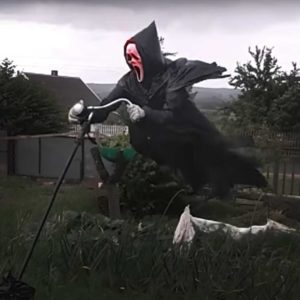 This Ghostface Scarecrow Will Terrorize Your Neighborhood... And Your Dreams