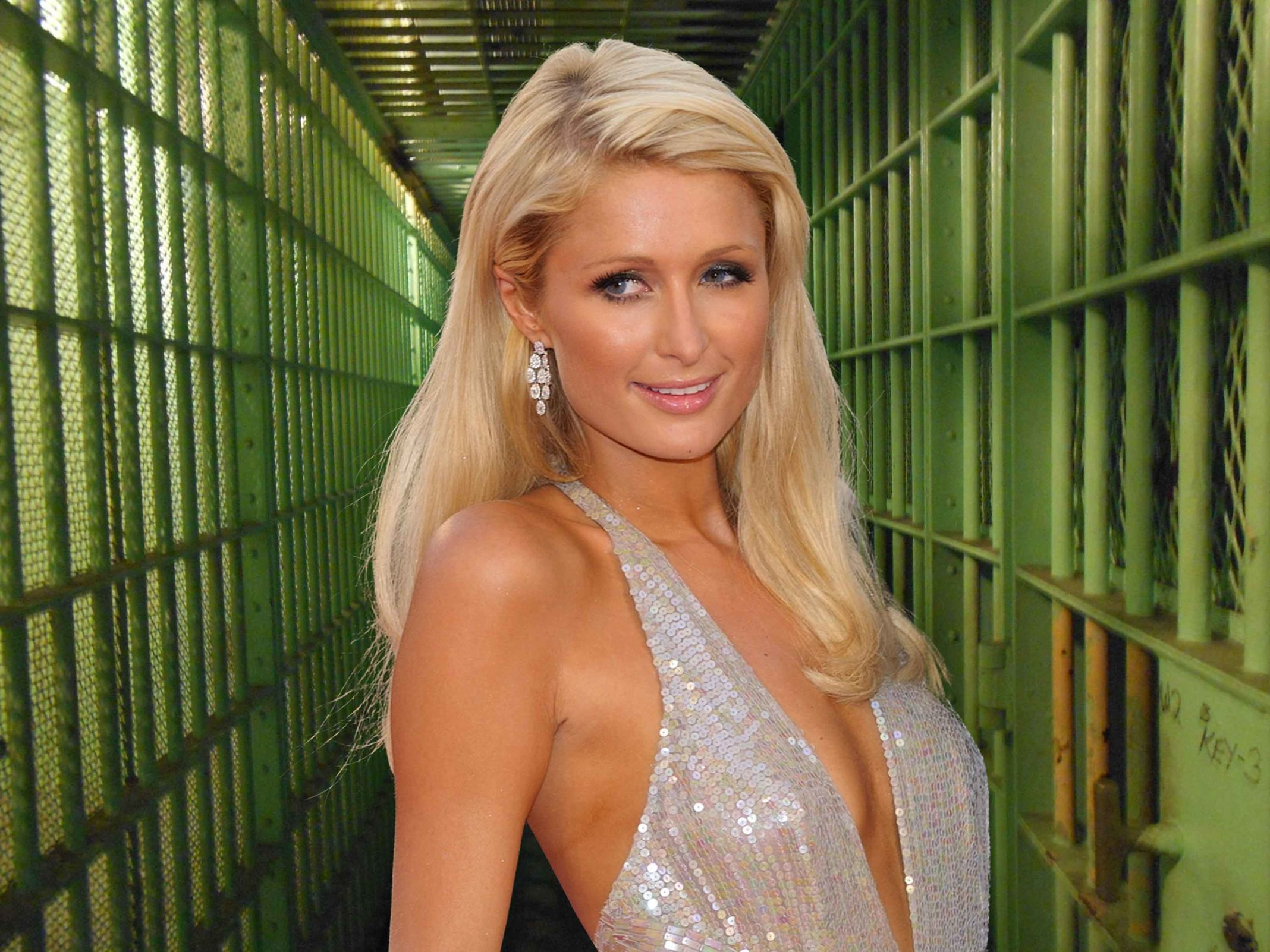 Paris Hilton Says She's Too Hot For Jail