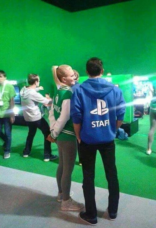 PlayStation Employee Finds Love at Xbox Booth