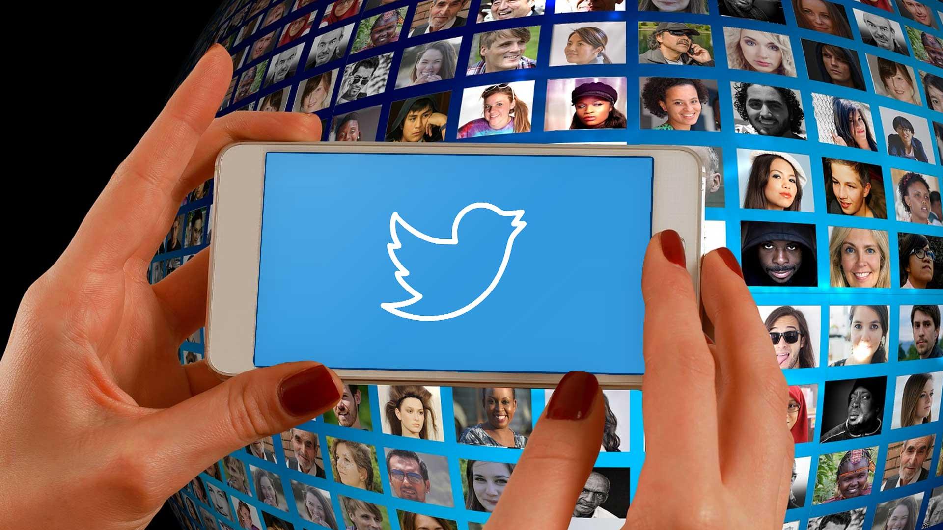 Smartphone Using Twitter Social Media