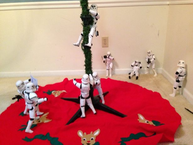 Funny Photos of Star Wars Stormtroopers Putting Up A Christmas Tree for Darth Vader 4