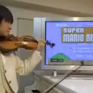 Amazing violinist plays every sound from Super Mario Bros