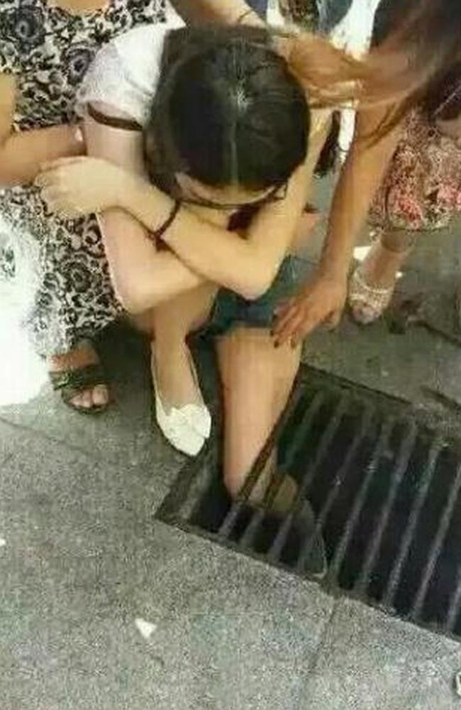 Texting And Walking Teen Gets Trapped in Sewer Drain